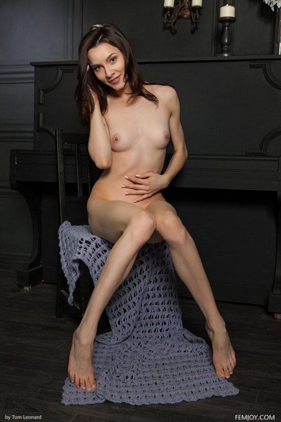 Amber B Nude In Waiting For Tonight Femjoy Model Photos